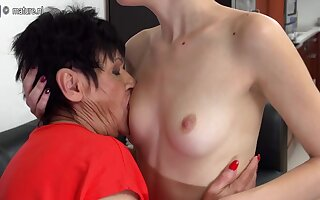 Horny Old And Young Lesbians Lick Eachother Soaking - MatureNL