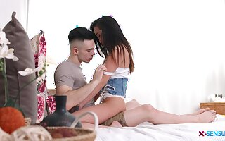 Sexy Asian teen Li Loo treats the brush boyfriend to great sex