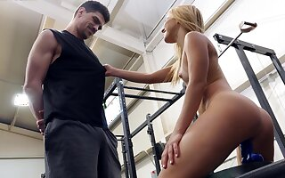 Peaches girl tries the personal trainer's hard make fit for a few POV walk a beat