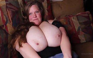 Hot busty cougar amateur porn