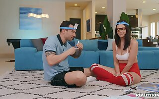 Nerdy young babe fucks with say no to personal trainer clubbable
