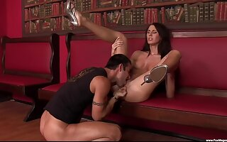 Brunette babe spreads legs for the ultimate fuck