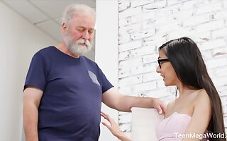 Cute babe gives an pa an erection with hardly ever effort