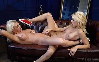 Intense scissoring be useful to the blonde beauties