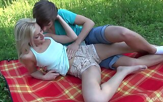 Nice outdoors making out during meal alfresco with awesome blonde Katy Scallop